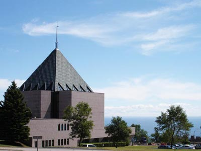 Exterior view of Copper Top Church in Duluth