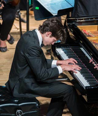Photo of young pianist at piano.