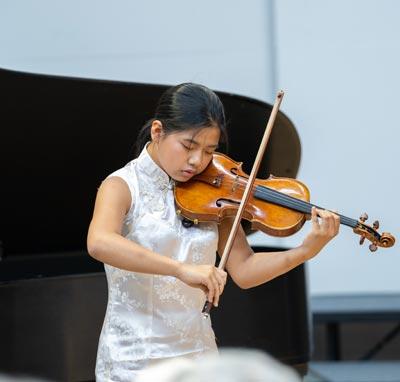 Rino Yoshimoto playing violin